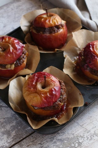 Baked Apples with Speculaas Crumble Stuffing