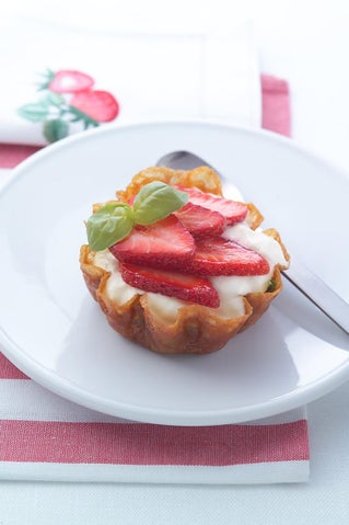 Strawberry And Brandy Snap Baskets