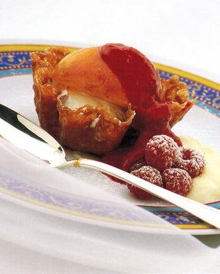 Peaches With Raspberry Liqueur Sauce In Brandy Snap Baskets