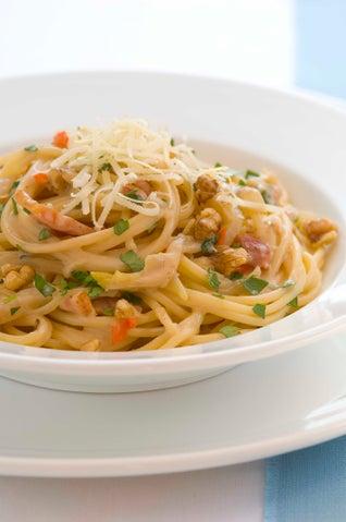 Spaghetti With Walnut And Bacon Sauce