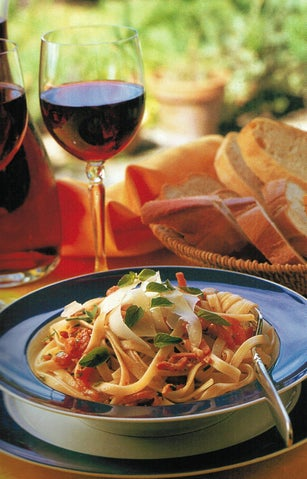 Pasta With Bacon And Fresh Tomatoes