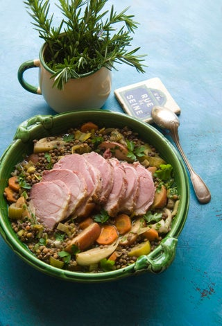 Boiling bacon with lentils and apples