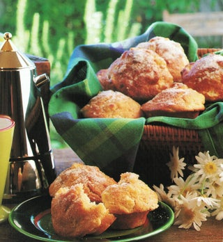 Sugar 'n' spice apple muffins