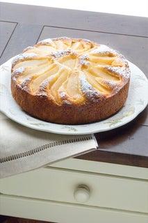 Pear and semolina syrup cake
