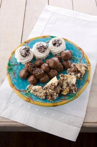 Chocolate meringue nests