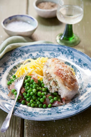 Stuffed vermouth-baked chicken breasts