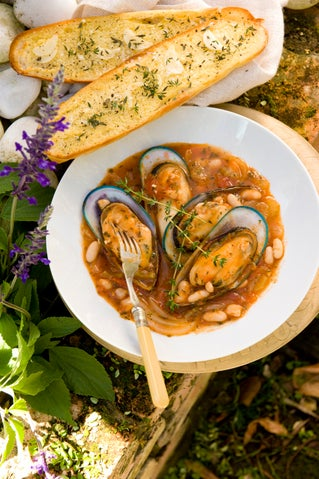 Mussels in tomato and thyme broth