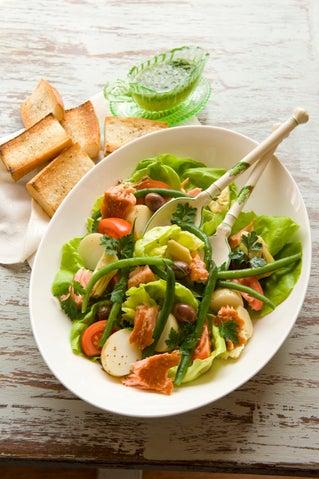 Hot-smoked salade nicoise