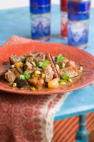 Spicy lamb with dried fruits