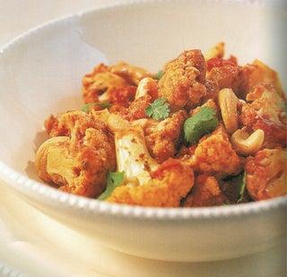 Sweet cauliflower and tomato curry