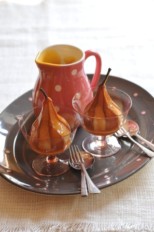 Pears in verjuice with caramel sauce