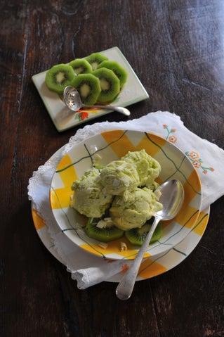 Kiwifruit and white chocolate ice cream