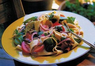 Chilli beef and guacamole salad