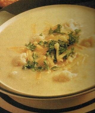 Cheesy cauliflower and parsley soup