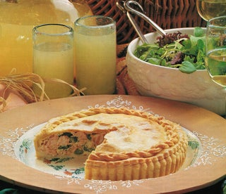 Fresh salmon and asparagus pie