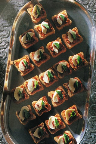 Crostini with sundried red pepper pate