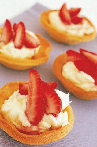 Tarts with marinated strawberries