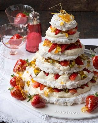 Pistachio nut meringue Christmas cake