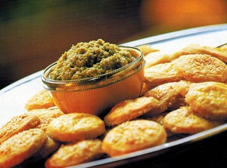 Green olive paste with cheese sables