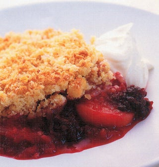 Macadamia crumble with apples and boysenberries