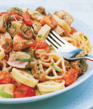 Black pepper crusted tuna on pasta
