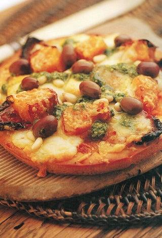 Pumpkin, feta and pesto pizza