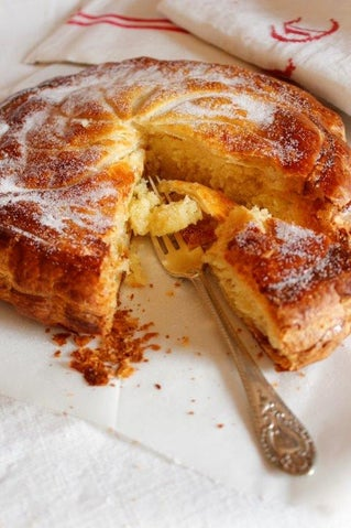 Gâteau Pithivier with Dates